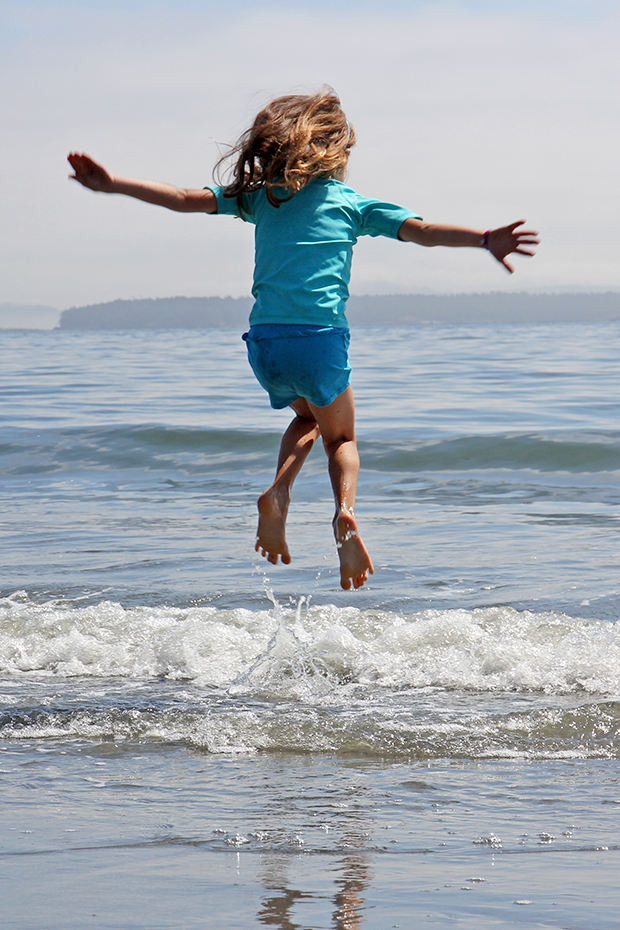 Tips for taking jumping photographs.