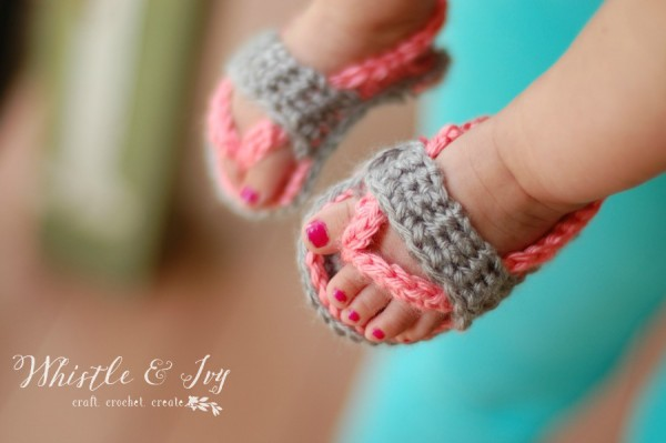 0922e8916430f9 15 of the Cutest Crochet Baby Bootie Patterns - Dabbles   Babbles