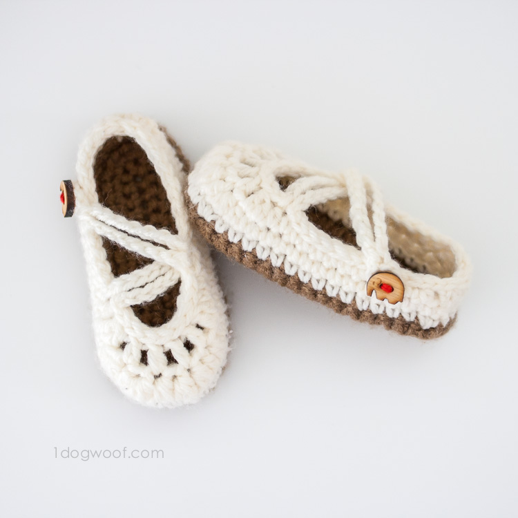 bfc24624d1527 15 of the Cutest Crochet Baby Bootie Patterns - Dabbles & Babbles