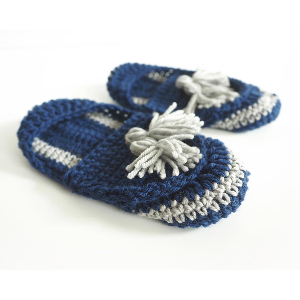 The Tassel Slip-on Slippers are a perfect combination of Boho and modern style. #crochetslippers #crochetpattern #crochetlove #crochetaddict