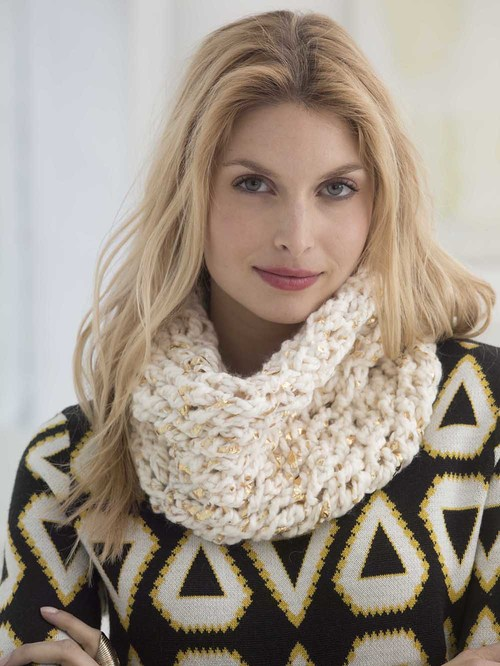 All That Glitters Crochet Cowl - 19 Easy Winter Crochet Cowls to Keep You Warm - here's a list of the coziest, stylish crochet cowls and infinity scarf crochet patterns to wear this season. #crochetcowl #crochetpattern #crochetinfinityscarf #cozycrochet