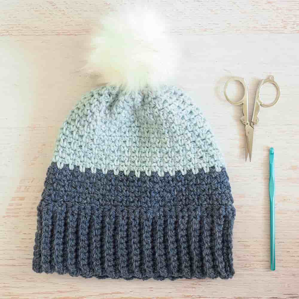 This moss stitch crochet pattern is a great crochet hat pattern for beginners - simple and easy to follow. Perfect for beginners and experts alike. #mossstitchcrochetpattern #crochetpattern #mossstitch #crochethat