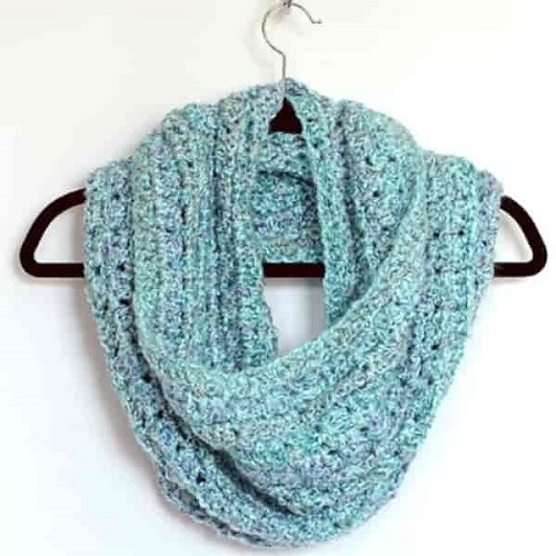 Easy Crochet Infinity Scarf - Crochet and knitting are crafts that use knitting yarn and stitchwork to create garments and other projects. And both methods have loads of benefits. #crochet #knitting #knittingvscrochet