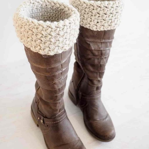 Elizabeth Stitch Crochet Boot Cuffs - Crochet and knitting are crafts that use knitting yarn and stitchwork to create garments and other projects. And both methods have loads of benefits. #crochet #knitting #knittingvscrochet
