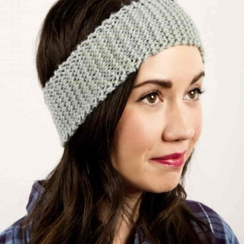 Newbie Knit Headband - Crochet and knitting are crafts that use knitting yarn and stitchwork to create garments and other projects. And both methods have loads of benefits. #crochet #knitting #knittingvscrochet