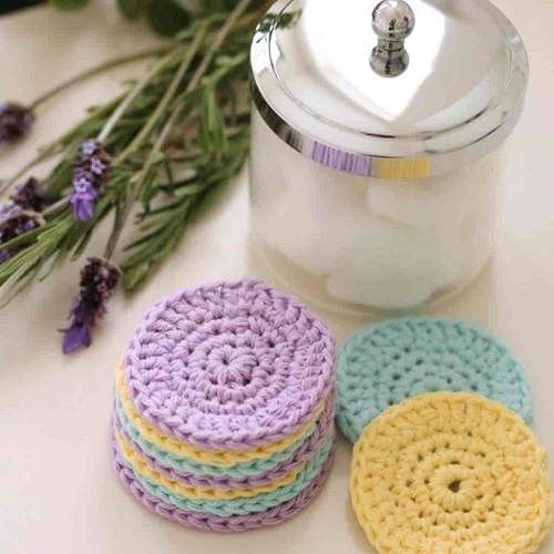 Reusable Face Scrubbies - Crochet and knitting are crafts that use knitting yarn and stitchwork to create garments and other projects. And both methods have loads of benefits. #crochet #knitting #knittingvscrochet