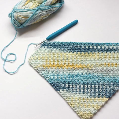 C2C Moss Stitch Tutorial - Test out your knowledge of the moss stitch with these crochet patterns. These crochet stitch patterns are unique and colorful, and worthy of your time. #crochetstitches #crocheting #mossstitch #learntocrochet