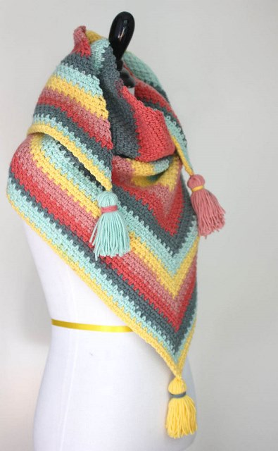 Caron Big Cakes Moss Stitch Shawl - Test out your knowledge of the moss stitch with these crochet patterns. These crochet stitch patterns are unique and colorful, and worthy of your time. #crochetstitches #crocheting #mossstitch #learntocrochet
