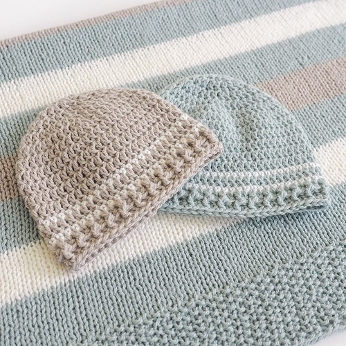 These free crochet patterns for baby hats are amazing and quick to work up. These baby boy hats or girl hats can be made for 0-3 months or 3-6 months. #CrochetHat #CrochetBabyHat #BabyHatCrochetPattern