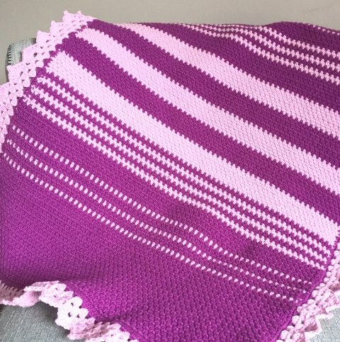 Easy Moss Stitch Crochet Baby Blanket - Test out your knowledge of the moss stitch with these crochet patterns. These crochet stitch patterns are unique and colorful, and worthy of your time. #crochetstitches #crocheting #mossstitch #learntocrochet