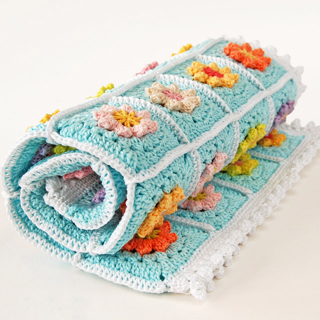 Primavera flower blanket - One of the most challenging parts about crochet is finding the right crochet pattern. This list of free crochet patterns will guide you in the right direction. #CrochetPattern #CrochetAddict #FreeCrochetPatterns
