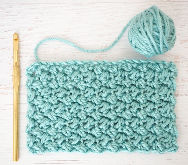 The Elizabeth Stitch - These different basic crochet stitches are the fundamentals to becoming an inventive crocheter. You could use these crochet stitches for blankets or a multitude of other projects. #SingleCrochetStitch #TunisianCrochet #BasicCrrochetStitches