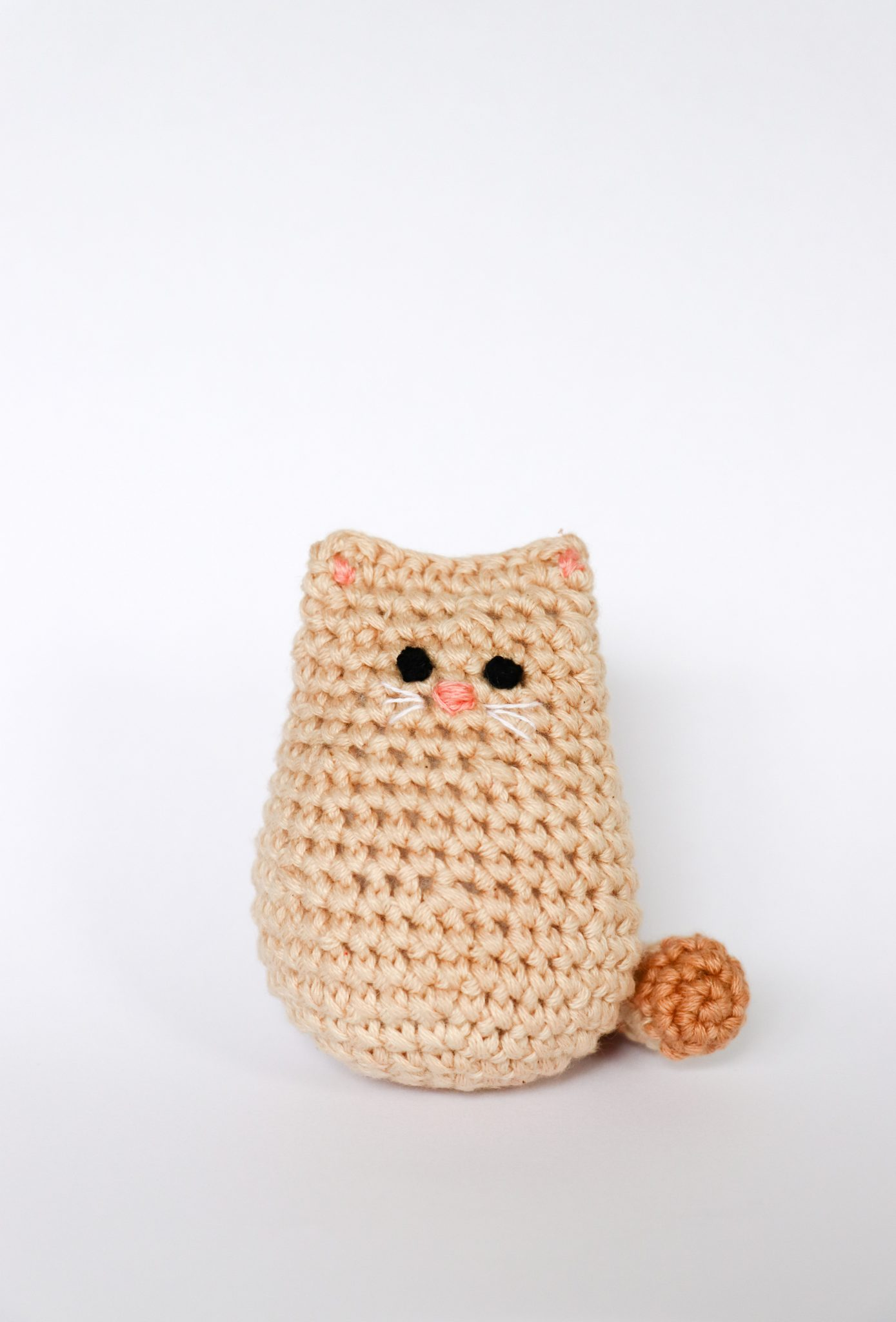 Itty Bitty Crochet Kitty - These free amigurumi patterns and crochet toys are so fun, it will make you want to be a kid again. These cute patterns are imaginative and sweet. #AmigurumiPatterns #CrochetPatterns #FreeCrochetPatterns