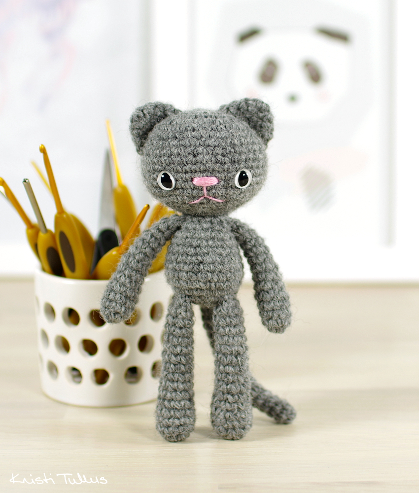 Small Long-Legged Cat - These free amigurumi patterns and crochet toys are so fun, it will make you want to be a kid again. These cute patterns are imaginative and sweet. #AmigurumiPatterns #CrochetPatterns #FreeCrochetPatterns
