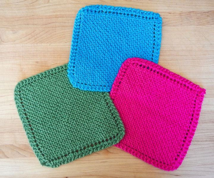 Knit Dishcloth - These knitting patterns are fun and diverse. There are so many options to choose from and most of them make great easy knitting projects for beginners. #KnittingPatterns #EasyKnittingProjects