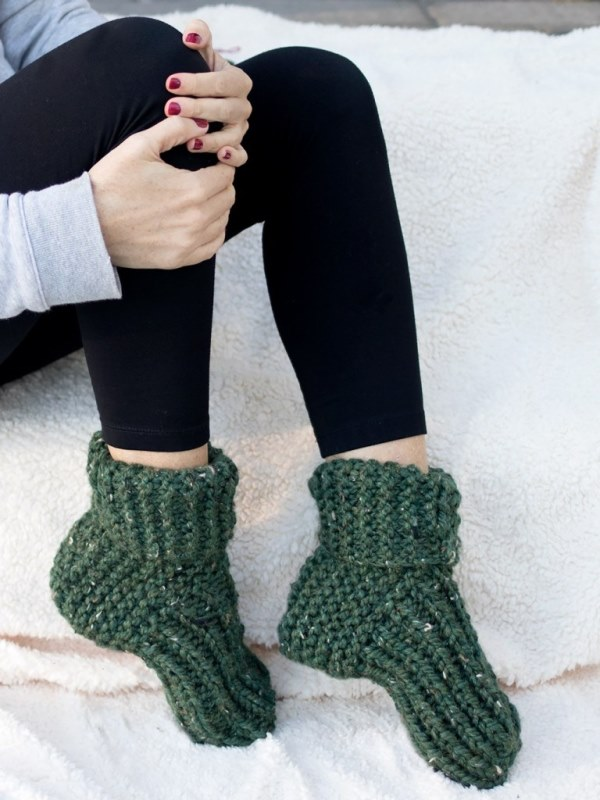 Flat Knit Slippers - These knitting patterns are fun and diverse. There are so many options to choose from and most of them make great easy knitting projects for beginners. #KnittingPatterns #EasyKnittingProjects