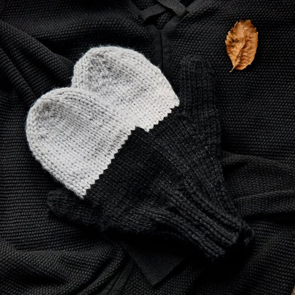 Knit Mittens - These knitting patterns are fun and diverse. There are so many options to choose from and most of them make great easy knitting projects for beginners. #KnittingPatterns #EasyKnittingProjects