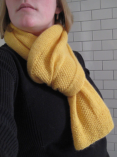 Golden Windowpane Scarf - We've gathered here 21 cozy scarf knitting patterns that you can knit quickly, just in time for fall and impending winter. #ScarfKnittingPatterns #KnittingPatterns #ScarfPatterns