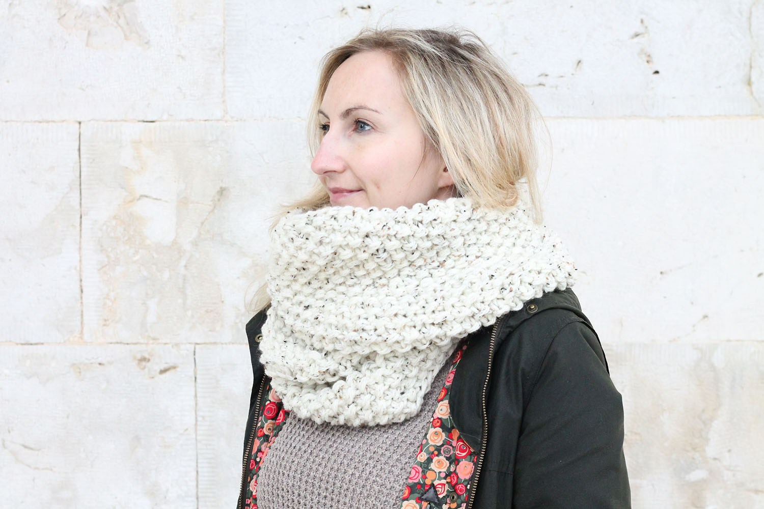 Infinity Scarf - We've gathered here 21 cozy scarf knitting patterns that you can knit quickly, just in time for fall and impending winter. #ScarfKnittingPatterns #KnittingPatterns #ScarfPatterns