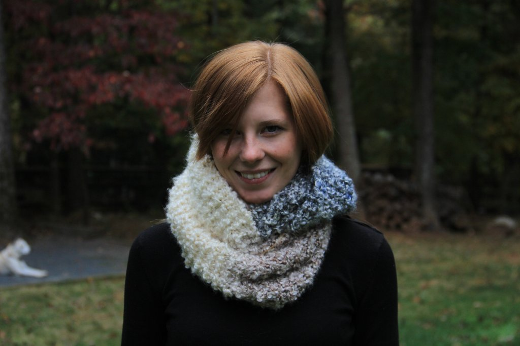 The Transitional Infinity Scarf - We've gathered here 21 cozy scarf knitting patterns that you can knit quickly, just in time for fall and impending winter. #ScarfKnittingPatterns #KnittingPatterns #ScarfPatterns