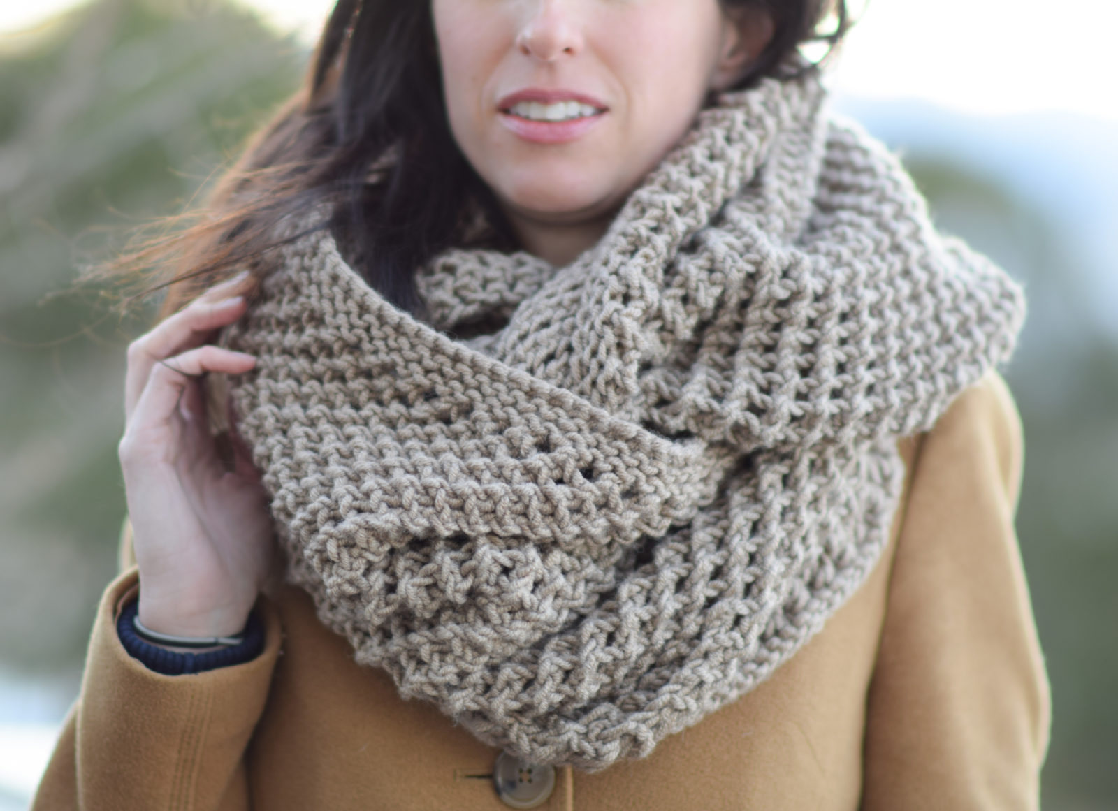 The Traveler Knit Infinicowl Scarf - We've gathered here 21 cozy scarf knitting patterns that you can knit quickly, just in time for fall and impending winter. #ScarfKnittingPatterns #KnittingPatterns #ScarfPatterns