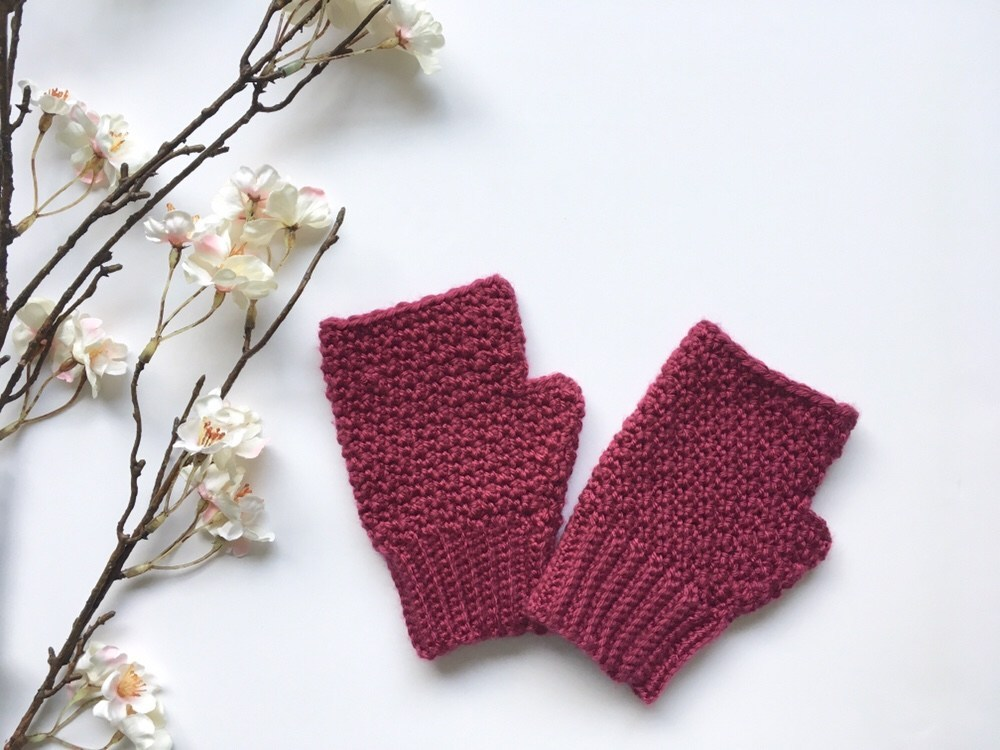 Lily Lemon Peel Mittens - This list of 20 easy fingerless gloves crochet patterns is suitable for everyone, including males, females, adults, and children. #FingerlessGlovesCrochetPatterns #CrochetFingerlessGloves #CrochetPatterns