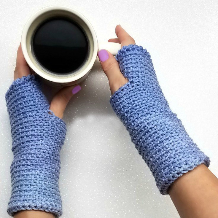 Ombre Fingerless Gloves - This list of 20 easy fingerless gloves crochet patterns is suitable for everyone, including males, females, adults, and children. #FingerlessGlovesCrochetPatterns #CrochetFingerlessGloves #CrochetPatterns