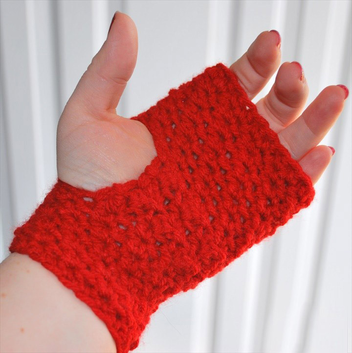 Textured Fingerless Gloves - This list of 20 easy fingerless gloves crochet patterns is suitable for everyone, including males, females, adults, and children. #FingerlessGlovesCrochetPatterns #CrochetFingerlessGloves #CrochetPatterns