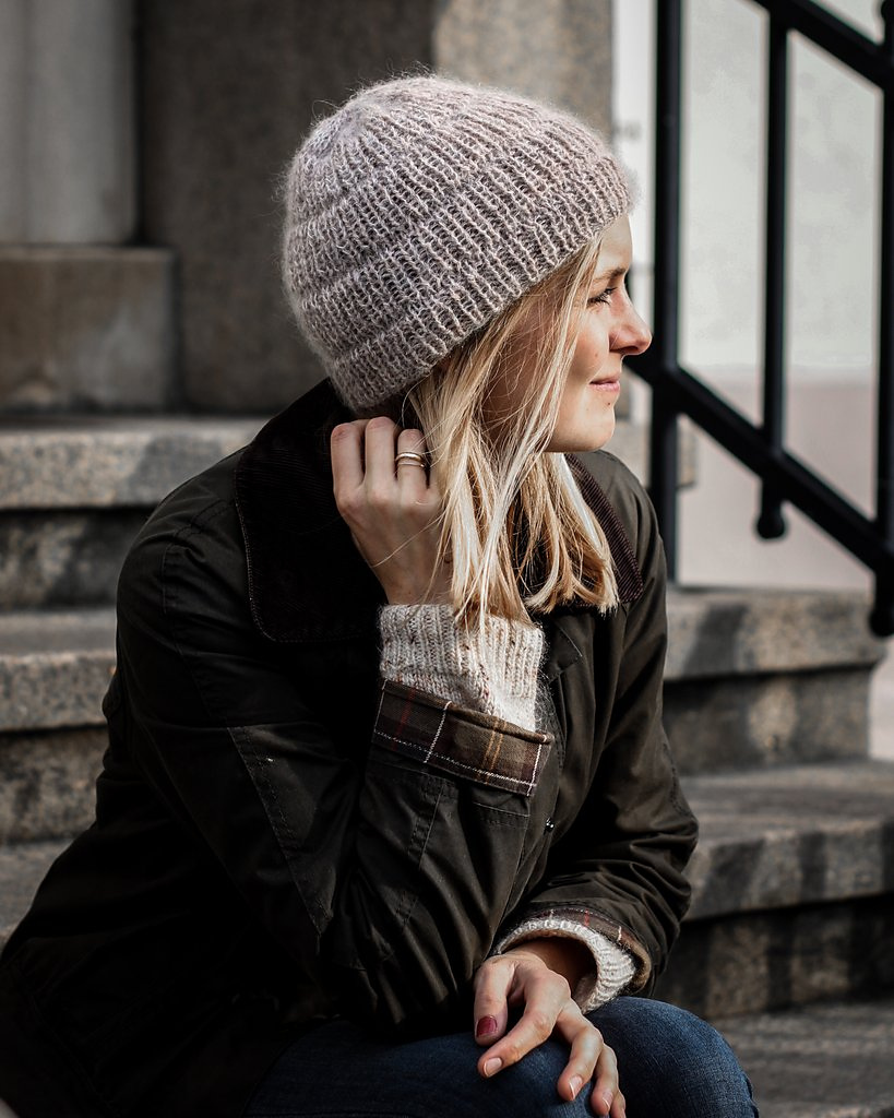 Anker's Hat - From casual to designer styled hats, these free knit hat patterns on circular needles are sure to be your new favorite projects to work on! #freeknithatpatterns #knithatpatterns #knitpatterns