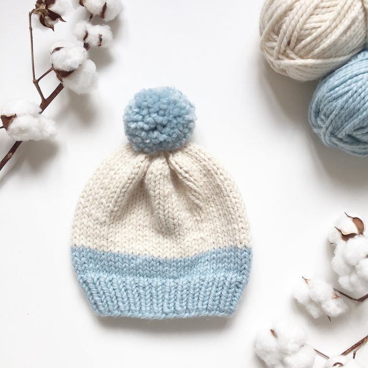 Basic Two-Tones Hat - From casual to designer styled hats, these free knit hat patterns on circular needles are sure to be your new favorite projects to work on! #freeknithatpatterns #knithatpatterns #knitpatterns