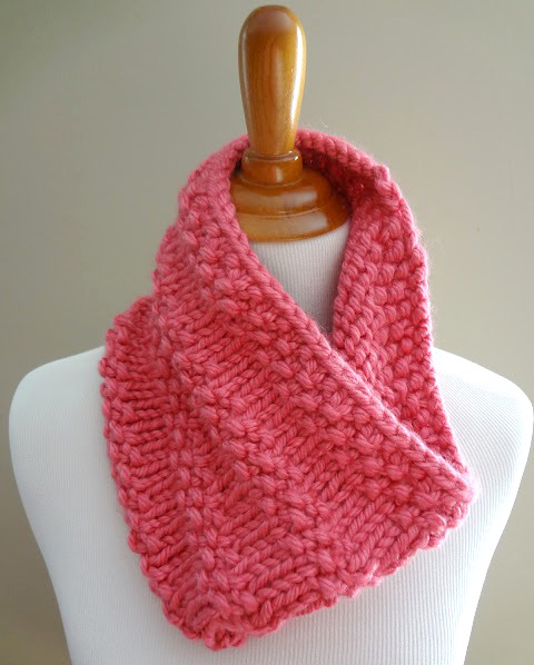 Bubblegum Cowl - If you're looking for something simple, easy and fun to make for gifting, these cowl knitting patterns are perfect to do just that. #cowlknittingpatterns #knittingpatterns #wintercowlknittingpatterns