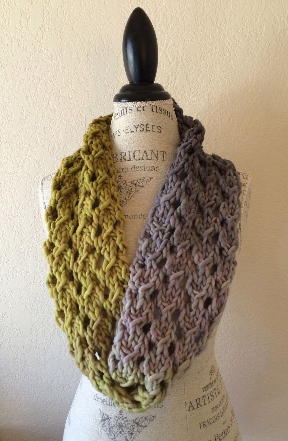 Bulky Lace Cowl - If you're looking for something simple, easy and fun to make for gifting, these cowl knitting patterns are perfect to do just that. #cowlknittingpatterns #knittingpatterns #wintercowlknittingpatterns