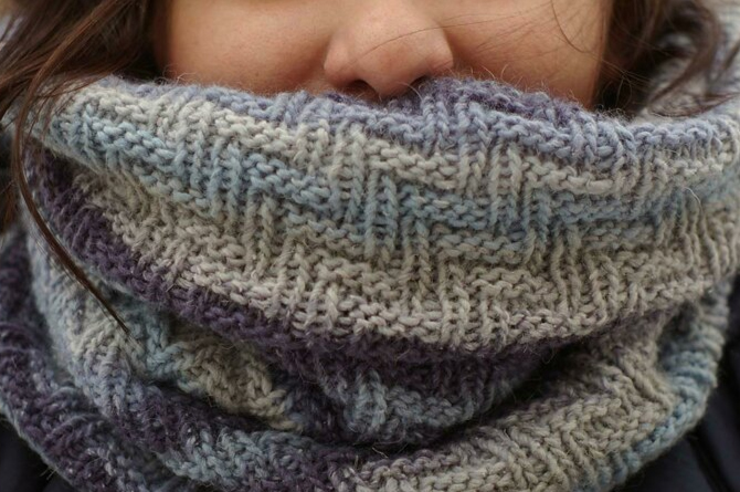 Jeansy Cowl - If you're looking for something simple, easy and fun to make for gifting, these cowl knitting patterns are perfect to do just that. #cowlknittingpatterns #knittingpatterns #wintercowlknittingpatterns
