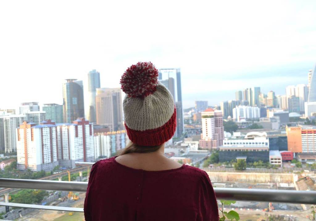 The One Evening Beanie - From casual to designer styled hats, these free knit hat patterns on circular needles are sure to be your new favorite projects to work on! #freeknithatpatterns #knithatpatterns #knitpatterns