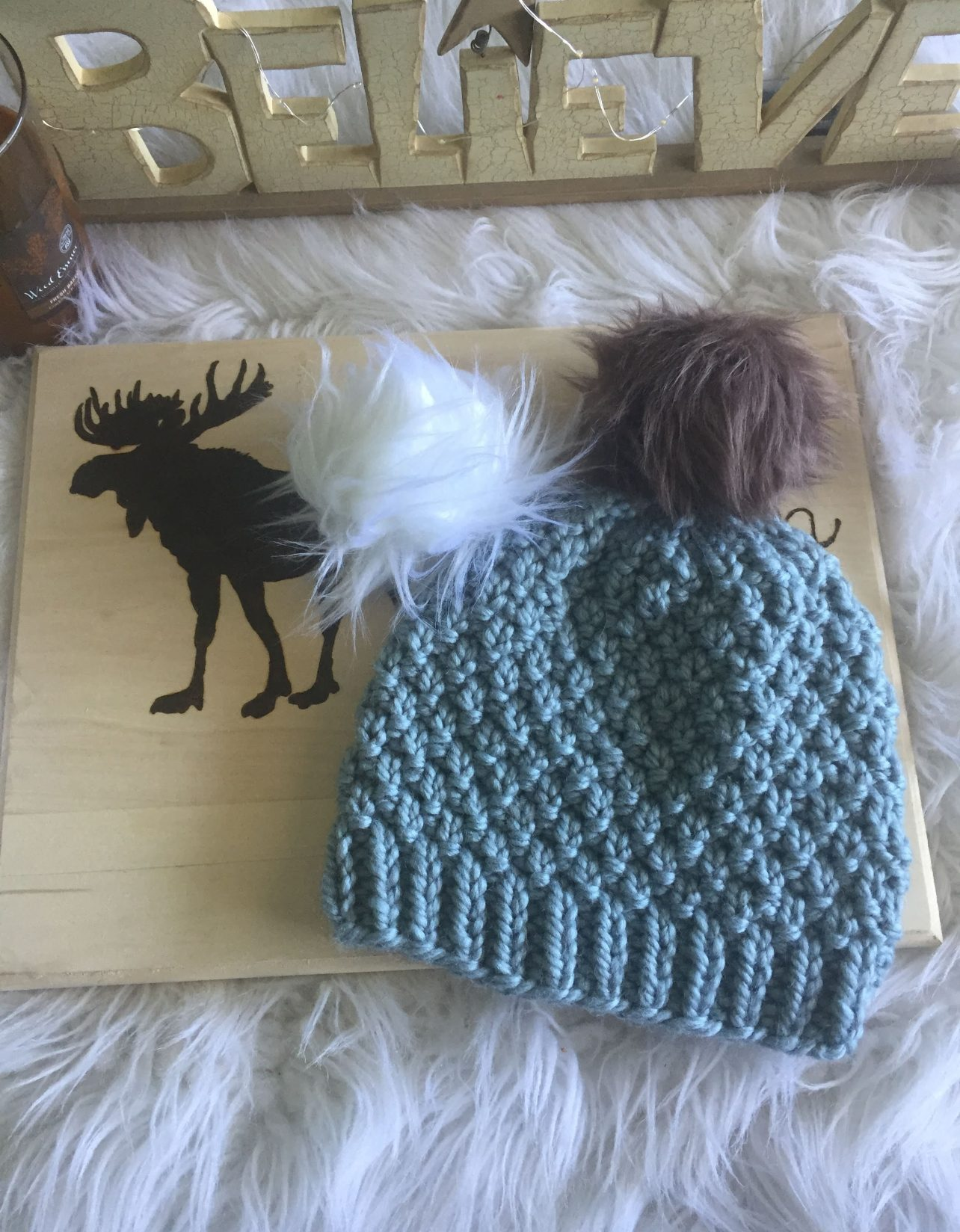 The Seed Stitch Knit Hat - From casual to designer styled hats, these free knit hat patterns on circular needles are sure to be your new favorite projects to work on! #freeknithatpatterns #knithatpatterns #knitpatterns