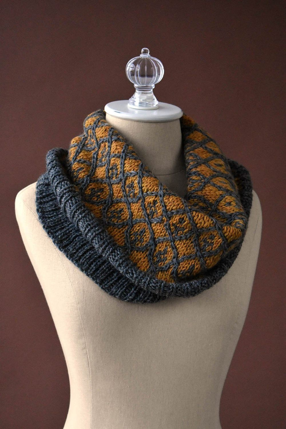 Willowwork Cowl - If you're looking for something simple, easy and fun to make for gifting, these cowl knitting patterns are perfect to do just that. #cowlknittingpatterns #knittingpatterns #wintercowlknittingpatterns