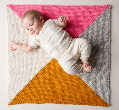 Four Points Baby Blanket - These 27 knitting patterns for babies range from diaper covers, booties, blankets, to hats and headbands. #knittingpatterns #babyknittingpatterns #adorableknittingpatterns